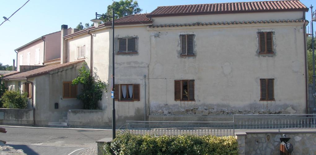 Casa unifamiliare turri vs tre emme service for Zoccolo esterno